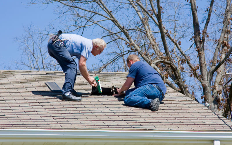 4 Key Tips To Hire The Right Roofing Contractor For Your Project